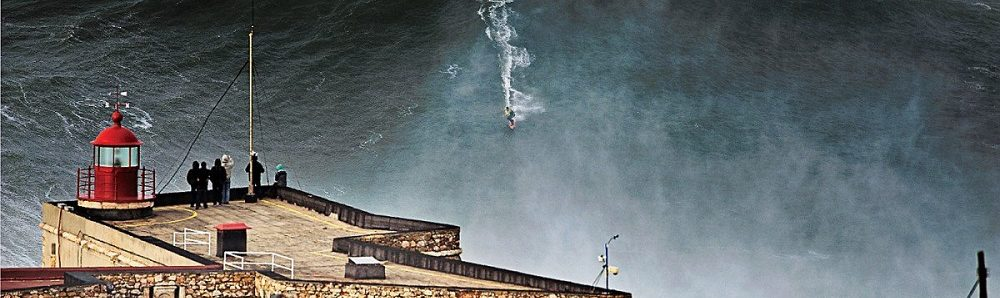 Gran ola en Portugal no es dificultad para este surfer del País Vasco